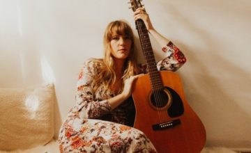 Kaitlin Huwe – King Size Bed [Review]